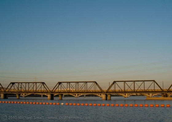 Photo of the railroad bridge crossing the Tempe Town Lake
