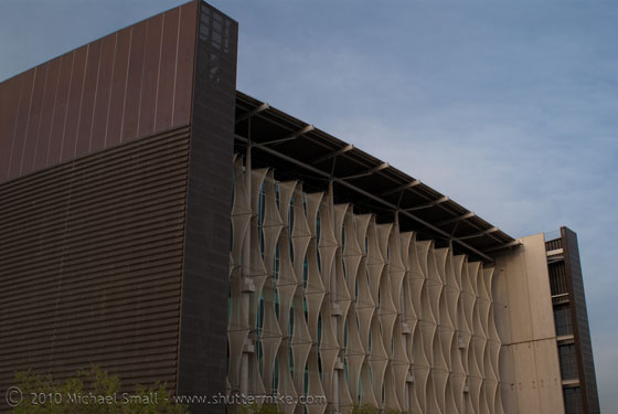 Photo of the Burton Barr Central Library in Phoenix, AZ