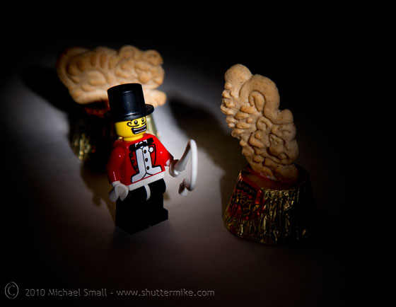 Photo of a Lefo mini figure ringmaster and animal cracker tigers.