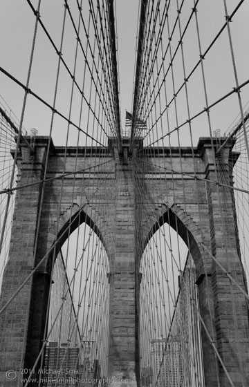 Photo of the Brooklyn Bridge in black and white
