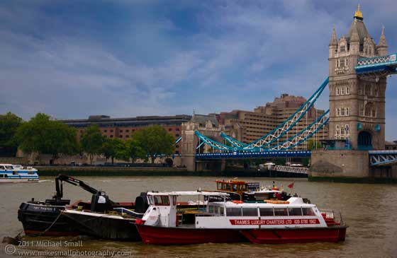 Photo of the Tower Bridge and Thames River in London
