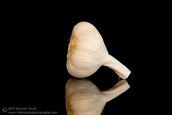 Food photography image of a head of garlic (ajo).